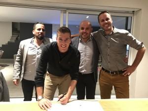Signature du contrat de partenariat Dylan Rocher et Place des Lices